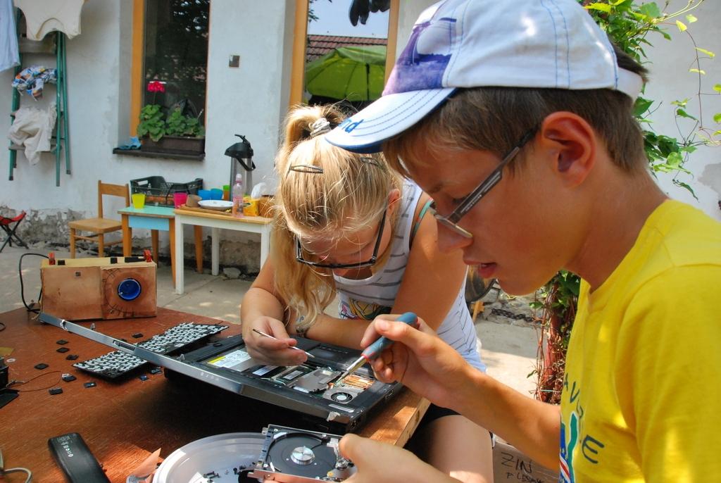 tinkering-school-bratislava-2013-day-5-12